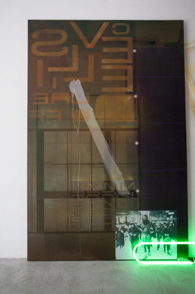 Battle 1 - Peinture Gusto Factory 220x145 cm- materiaux mixte -neon-La-Gad-2012-crédit-Santi-Oliveri